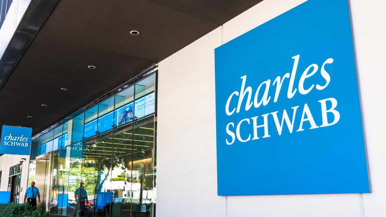 Charles Schwab Strategist Skeptical of Crypto — Puts Faith in Banking System, Federal Reserve